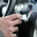 Im Auto rauchen – so kämpfen Sie gegen den Geruch an