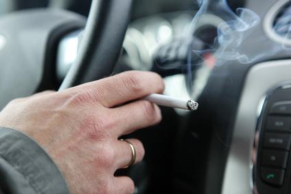 im auto rauchen so k mpfen sie gegen den geruch an. Black Bedroom Furniture Sets. Home Design Ideas